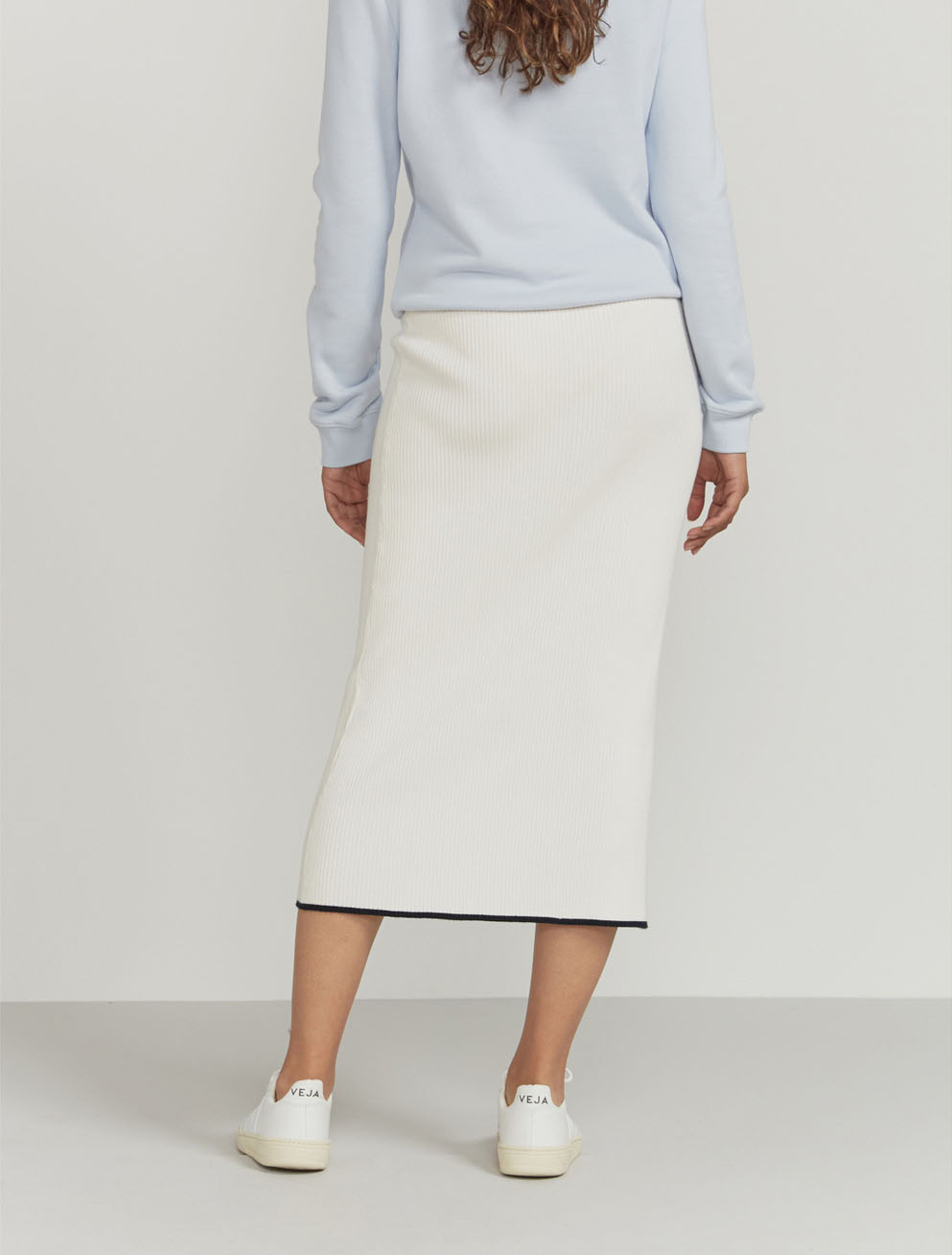 Ribbed contrast-hem midi skirt