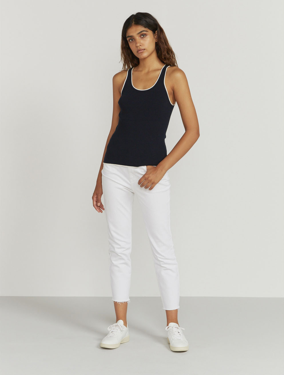 Contrast-trim ribbed vest