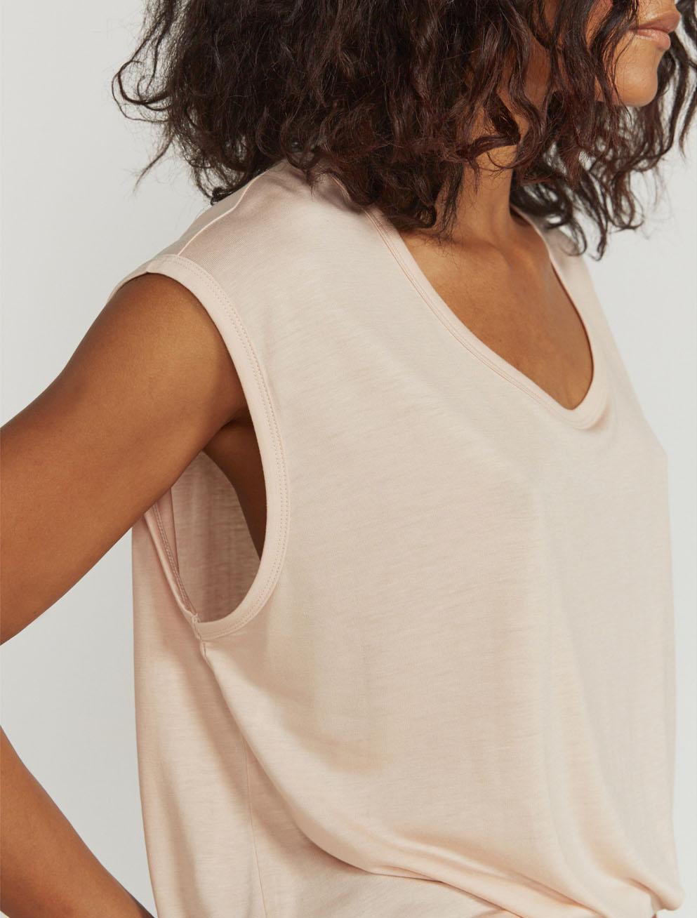 Scoop-neck vest