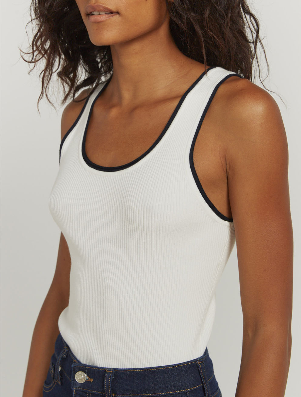 Contrast-trim ribbed vest