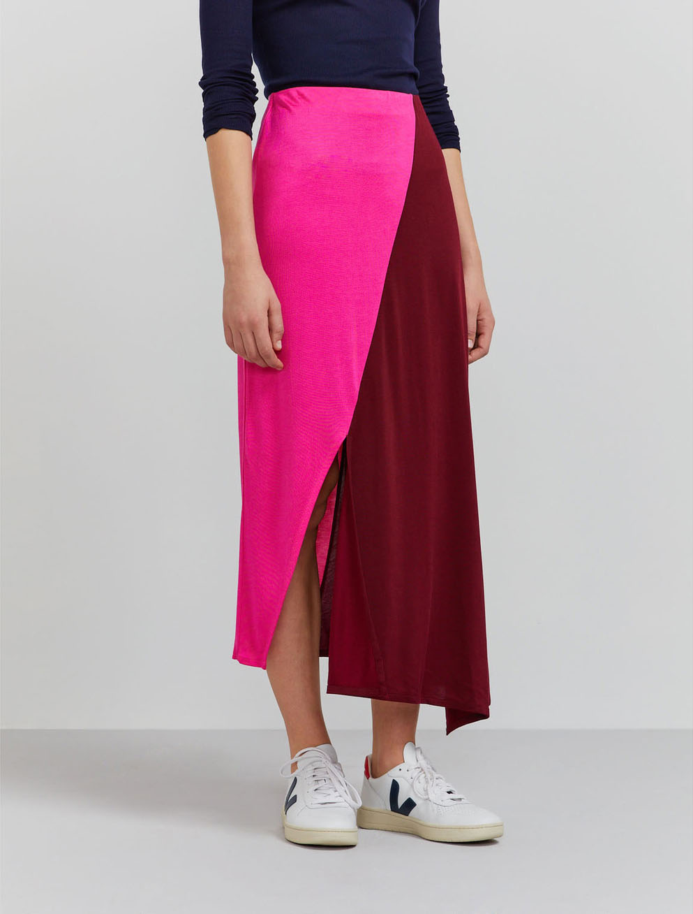 Colour-block asymmetric skirt